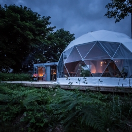 Eyl glamping geodome at dusk