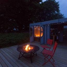 Eyl glamping geodome terrace at night